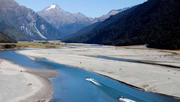 From Mountainview Makarora Accommodation explore the spectacular alpine scenery with Wilkin River Jets